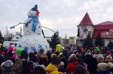 В Одесской области слепили самого большого снеговика в Украине