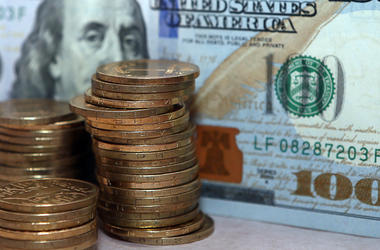 Курс доллара в Украине чуть упал после взлета