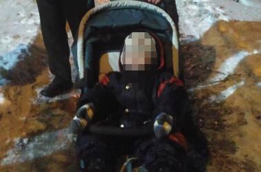 В Черкассах малыш плакал и звал пьяного отца, лежащего в сугробе