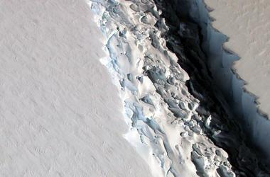 В Антарктиде появилась гигантская трещина из-за глобального потепления