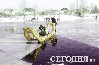В Киеве 10 рыбаков на льдине унесло в свободное плавание