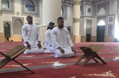 El rival klichko ha rezado en la mezquita de