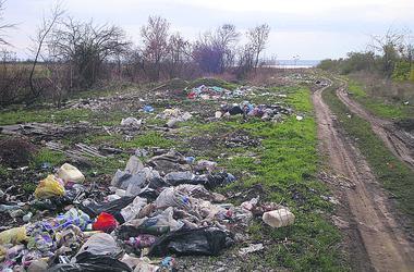 Doğal çokgenler: Odessa bölge sakinleri şikayetçi çöp dağları