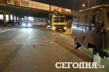В Киеве пешеход-нарушитель бросился под колеса авто и погиб