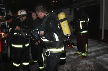 В Киеве авто врезалось в металлический киоск