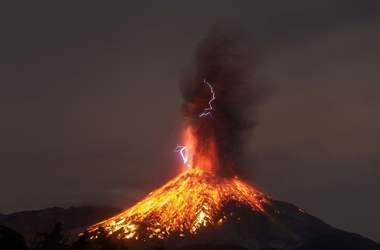 В Мексике разбушевался вулкан Колима