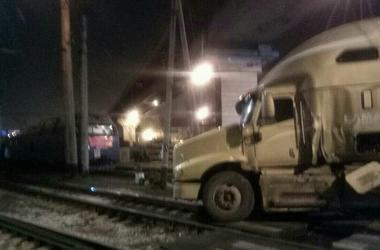 В Одесском порту поезд протаранил грузовик