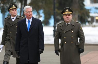 Украина должна сосредоточиться на переводе армии на стандарты НАТО - Полторак