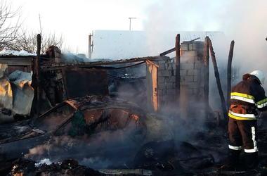 В Харьковской области спасатели несколько часов боролись с масштабным пожаром
