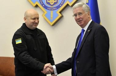 Турчинов министру обороны Британии: От Украины зависит безопасность Европы