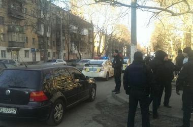 В Одессе водитель легковушки обстрелял микроавтобус, подрезавший его
