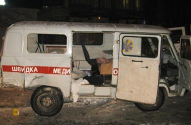 """В Хмельницкой области водитель Mercedes влетел в """"скорую"""" и сбежал"""