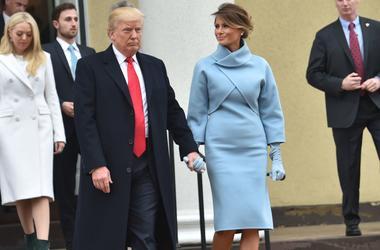 Как Жаклин Кеннеди: Меланья Трамп в голубом наряде Ralph Lauren в день инаугурации мужа
