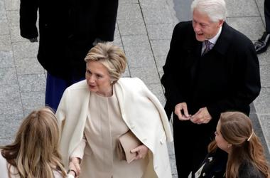 Хиллари и Бил Клинтон прибыли в Белый дом: Трамп не встречал