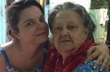 Наташа Королева появилась на похоронах бабушки в Киеве вместе с мамой