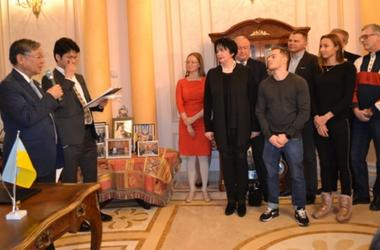 Япония выделила Украине грант на покупку оборудования для гимнастов