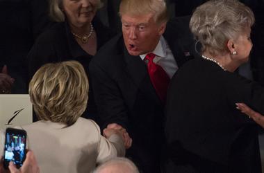 Трамп и Клинтон пожали друг другу руки после инаугурации