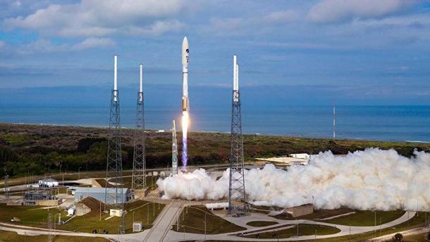 США запустили ракету Atlas с военным спутником