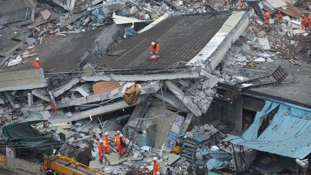 В КНР оползень разрушил отель