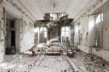 Впечатляющие снимки заброшенных дворцов Европы
