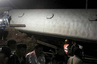 В Индии поезд сошел с рельсов: 23 человека погибли, более 100 ранены