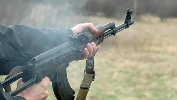 ВДонецкой области военный устроил стрельбу савтомата вмногоэтажке