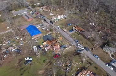 In the United States because of tornadoes and storms killed 18 people