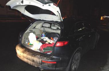 Житель Ровно в багажнике иномарки перевозил крупную партию  янтаря и наркотики