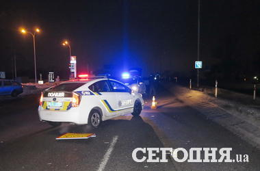 Кровавое ДТП на Окружной в Киеве: мужчина бросился под колеса авто (18+)