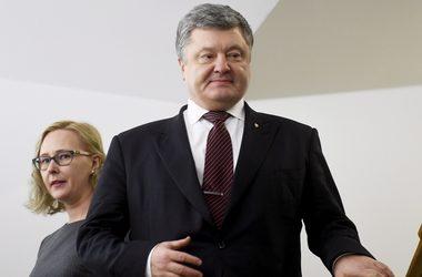 Порошенко получил Почетную медаль Хельсинки