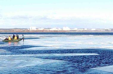 В Киеве 30 рыбаков унесло от берега на оторванной льдине