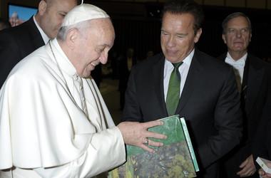 69-летний Арнольд Шварценеггер встретился с папой Римским