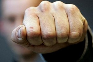 В Тернополе ребенок вызвал полицию, когда его пьяный отец избил мать до потери сознания
