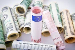 В Украине замер доллар и падает курс евро
