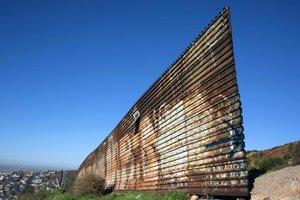"""В МИД Мексики отказались обсуждать оплату """"стены Трампа"""""""