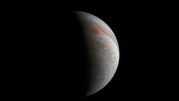 NASA показало снимок гигантского вихря наЮпитере