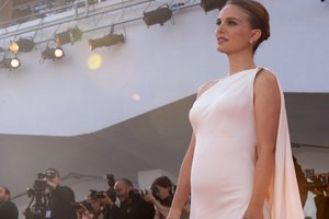 Беременная Натали Портман снялась с обнаженным животом