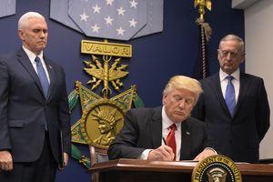 """Трамп распорядился начать """"перестройку"""" армии и защитить народ США от иностранных террористов"""