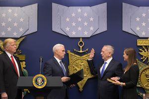 Вице-президент США Пенс привел к присяге министра обороны Мэттиса
