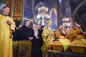 Возвращение на родину: останки Александра Олеся перезахоронили в Киеве