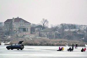 Под Одессой устроили экстрим на замерзшем озере