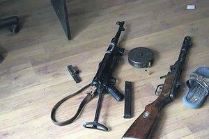 Под Киевом бандиты берут людей в плен и врываются в дома