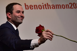 На праймериз французских социалистов победил Бенуа Амон