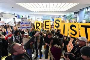 В городах США проходят многотысячные акции протеста против указа Трампа