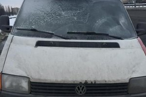 В Киеве среди дороги сгорела иномарка