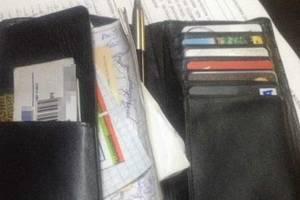 На Крещатике средь бела дня девушка украла у мужчины кошелек