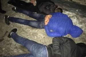 """""""Разборки"""" из 90-х: под Киевом мужчины избили местного жителя, похитили его и выбросили из багажника на обочину"""