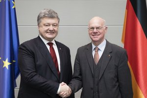Президент Германии выступил за продолжение санкций против РФ - Цеголко