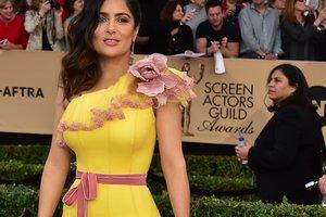 Красная дорожка премии Гильдии киноактеров США:  звезды похвастались откровенными и эффектными нарядами