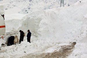 В Таджикистане погибли семь человек из-за схода лавин